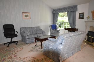 """Photo 6: 103 9715 148A Street in Surrey: Guildford Townhouse for sale in """"Chelsea Gate"""" (North Surrey)  : MLS®# R2169261"""