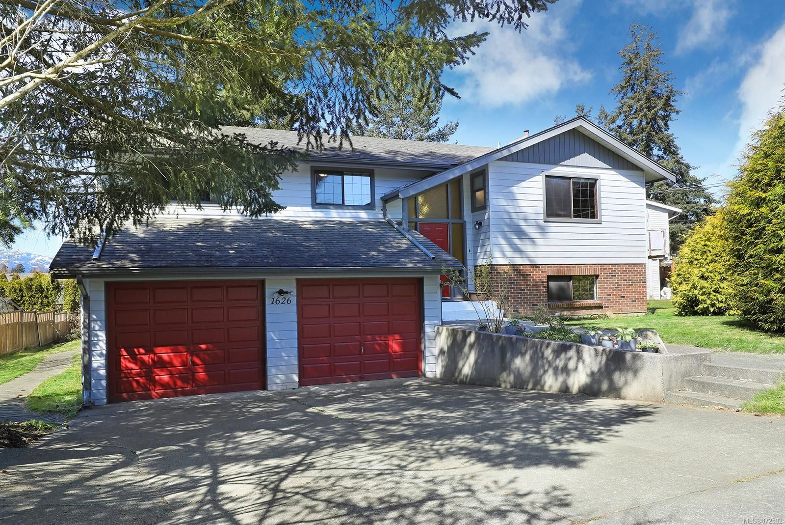 Photo 33: Photos: 1626 Valley Cres in : CV Courtenay East House for sale (Comox Valley)  : MLS®# 872592