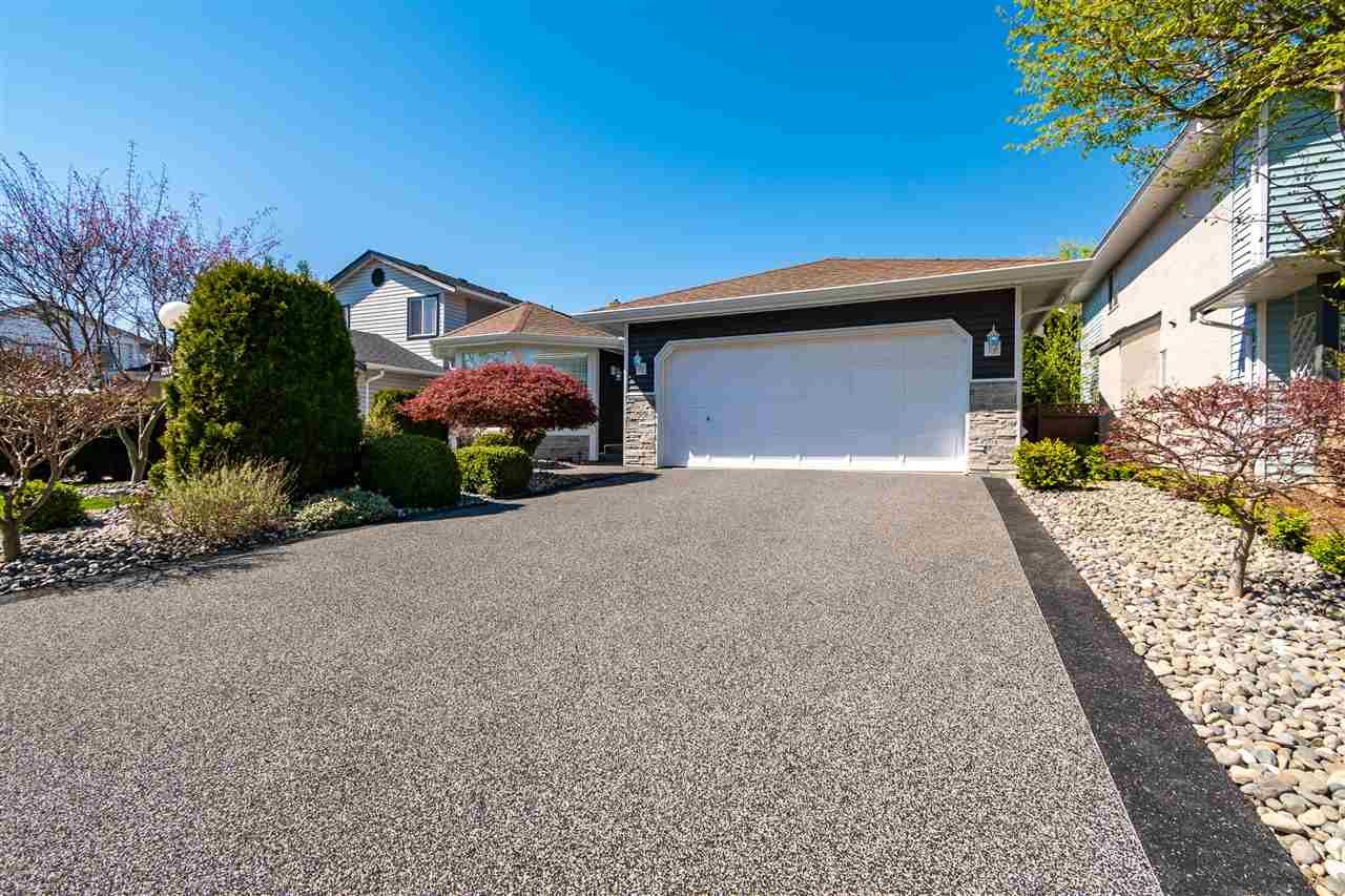 Main Photo: 7207 CIRCLE Drive in Chilliwack: Sardis West Vedder Rd House for sale (Sardis)  : MLS®# R2567264