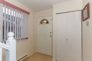 """Photo 3: 20 22411 124 Avenue in Maple Ridge: East Central Townhouse for sale in """"CREEKSIDE VILLAGE"""" : MLS®# R2177898"""
