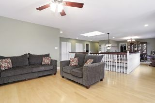 Photo 4: 17040 57 Avenue in Surrey: Cloverdale BC House for sale (Cloverdale)  : MLS®# R2037607