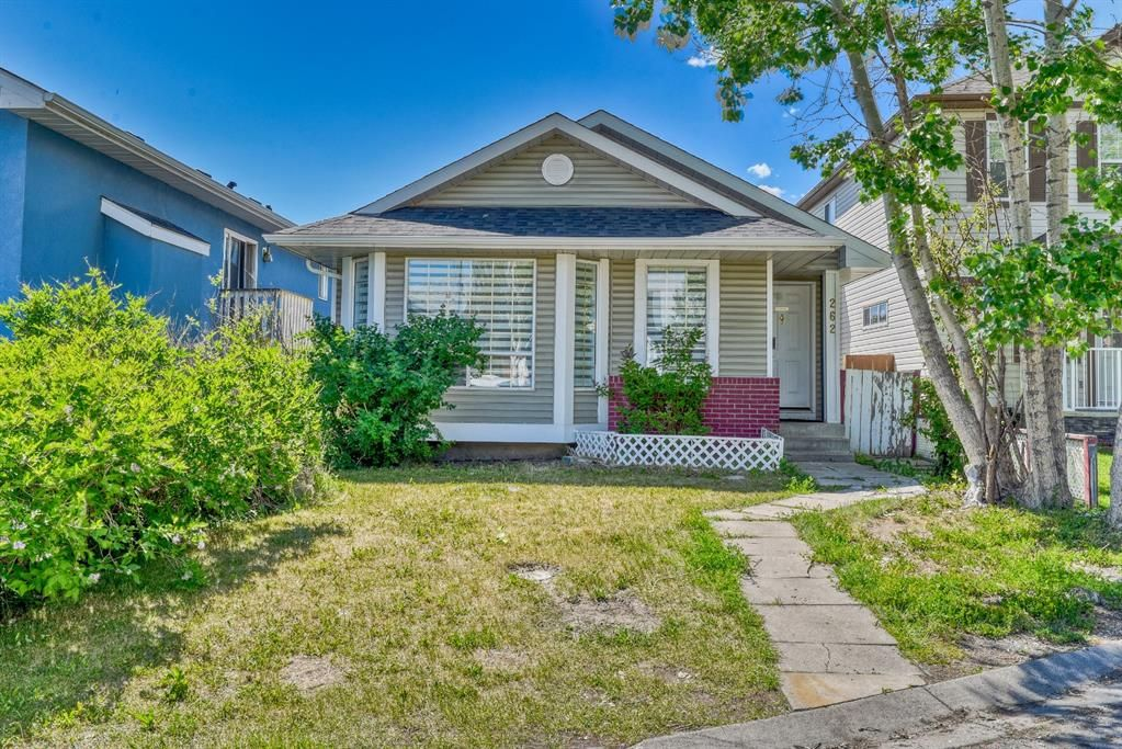 Main Photo: 262 Martinwood Place NE in Calgary: Martindale Detached for sale : MLS®# A1123392