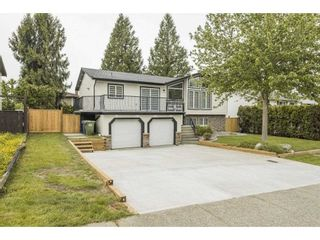 Photo 3: 3723 DAVIE Street in Abbotsford: Abbotsford East House for sale : MLS®# R2587646
