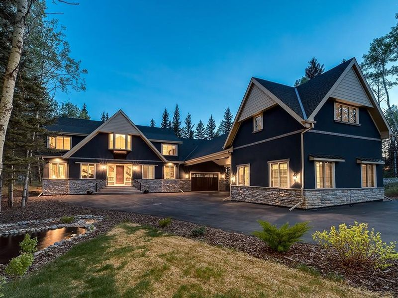 FEATURED LISTING: 5 Hawk's Landing Drive Priddis Greens