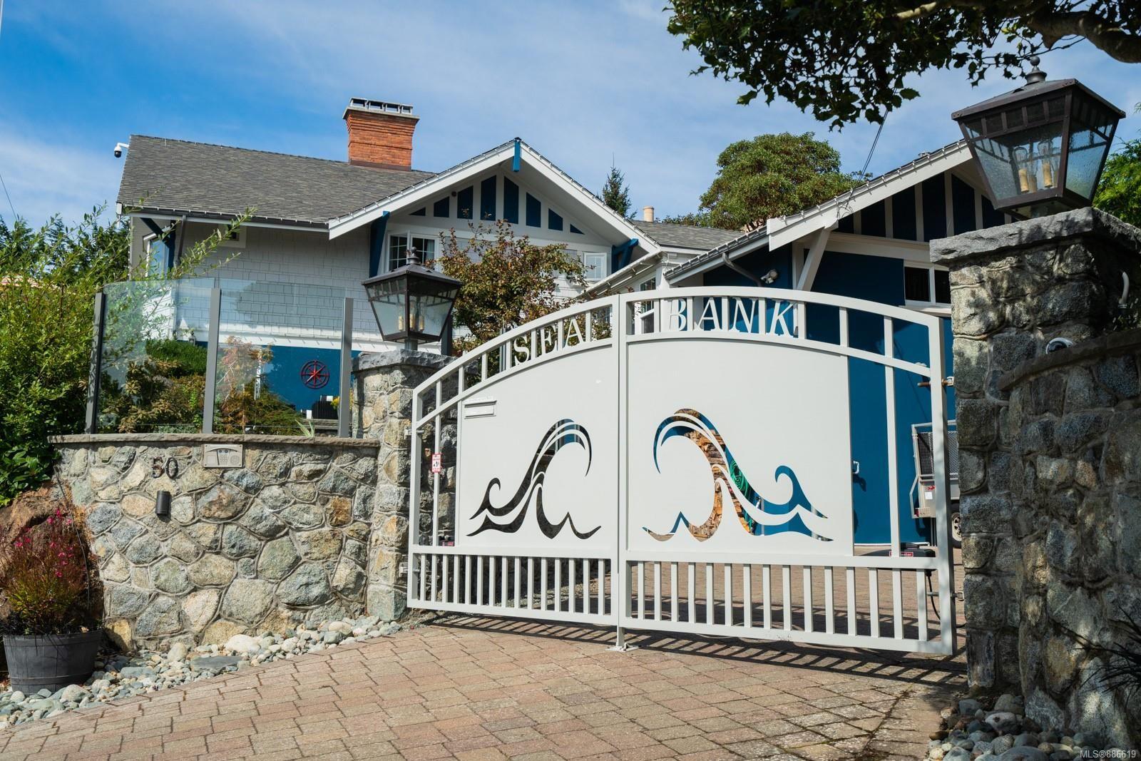 Main Photo: 50 King George Terr in Oak Bay: OB Gonzales House for sale : MLS®# 886619