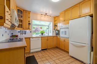 Photo 3: 303 42 Street SW in Calgary: Wildwood Detached for sale : MLS®# A1134148