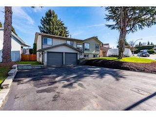 Photo 1: 3710 ROBSON Drive in Abbotsford: Abbotsford East House for sale : MLS®# R2561263