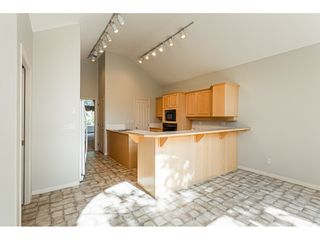 "Photo 6: 18 4001 OLD CLAYBURN Road in Abbotsford: Abbotsford East Townhouse for sale in ""Cedar Springs"" : MLS®# R2469026"