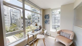 "Photo 4: 556 168 W 1ST Avenue in Vancouver: False Creek Condo for sale in ""WALL CENTRE FALSE CREEK"" (Vancouver West)  : MLS®# R2467542"