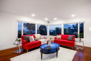 Photo 11: 250 W Rockland Road in North Vancouver: Upper Lonsdale House for sale : MLS®# r2388323