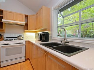 Photo 10: 10 928 Bearwood Lane in VICTORIA: SE Broadmead Row/Townhouse for sale (Saanich East)  : MLS®# 785859