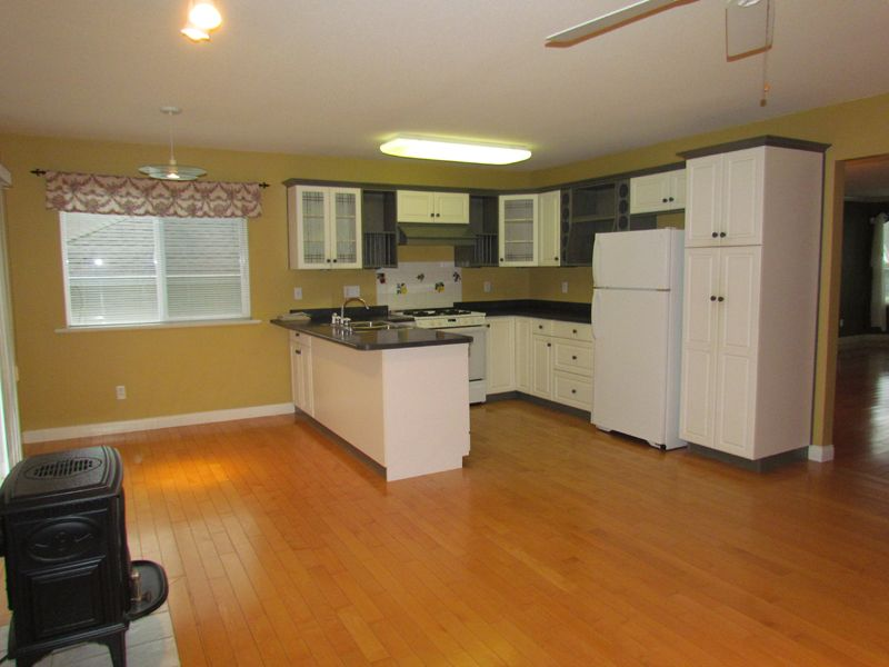 Photo 3: Photos: 30936 Brookdale Crt. in Abbotsford: Abbotsford West House for rent