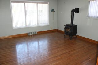 Photo 7: 625 10th Avenue: Montrose House for sale