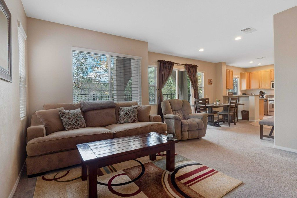 Photo 4: Photos: NATIONAL CITY House for sale : 3 bedrooms : 4102 Verde View