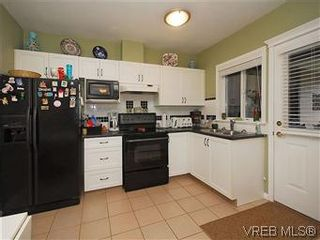 Photo 16: 4005 Santa Rosa Pl in VICTORIA: SW Strawberry Vale House for sale (Saanich West)  : MLS®# 596217