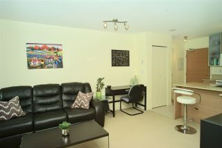 """Photo 3: 2203 977 MAINLAND Street in Vancouver: Yaletown Condo for sale in """"Yaletown Park III"""" (Vancouver West)  : MLS®# R2312985"""