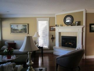 """Photo 4: 1 14217 18A Avenue in Surrey: Sunnyside Park Surrey Townhouse for sale in """"Sunhill Gardens"""" (South Surrey White Rock)  : MLS®# R2326029"""