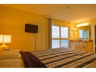 Photo 10: PACIFIC BEACH Condo for sale : 2 bedrooms : 4667 Ocean #408