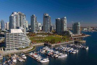 """Photo 2: 2302 583 BEACH Crescent in Vancouver: Yaletown Condo for sale in """"Park West 2 Yaletown"""" (Vancouver West)  : MLS®# R2179212"""