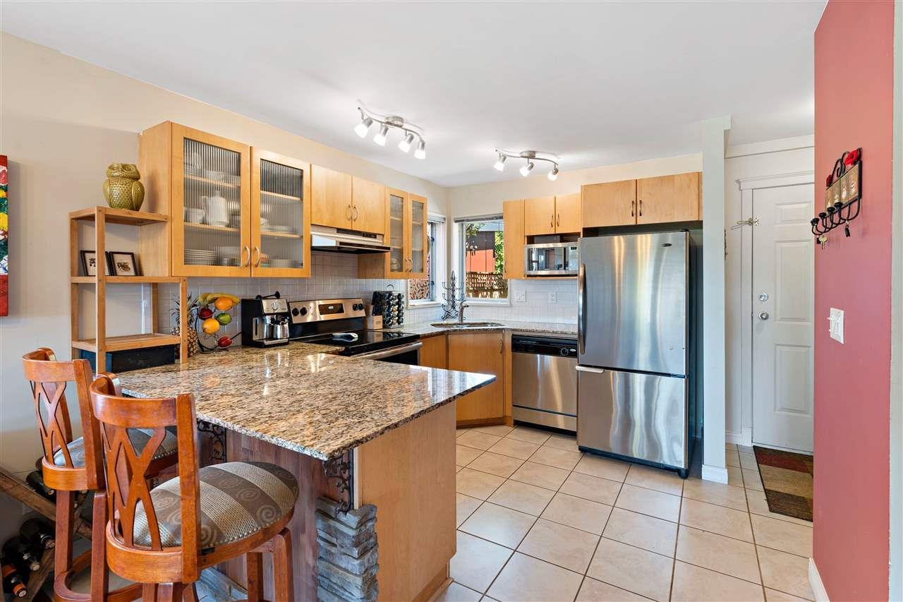 Photo 4: Photos: C 229 W 5TH Street in North Vancouver: Lower Lonsdale 1/2 Duplex for sale : MLS®# R2589308