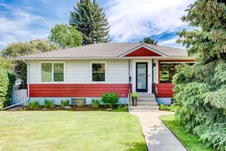 Photo 1: 5404 Thornton Road NW in Calgary: Thorncliffe Detached for sale : MLS®# A1120570