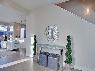 Photo 4: 2006 40 Avenue SW in Calgary: Altadore Semi Detached for sale : MLS®# C4282487