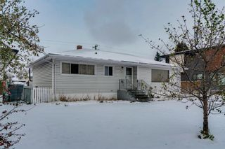 Photo 1: 33 Moncton Road NE in Calgary: Winston Heights/Mountview Detached for sale : MLS®# A1044576
