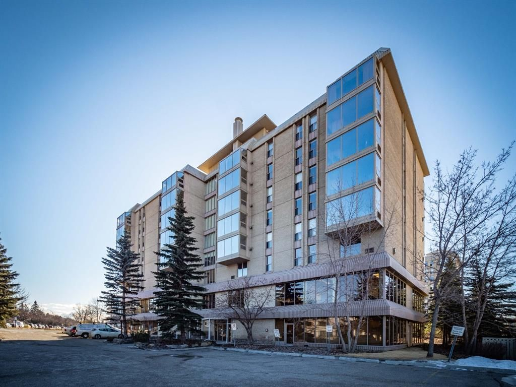 Main Photo: 307 4603 Varsity Drive NW in Calgary: Varsity Apartment for sale : MLS®# A1082363