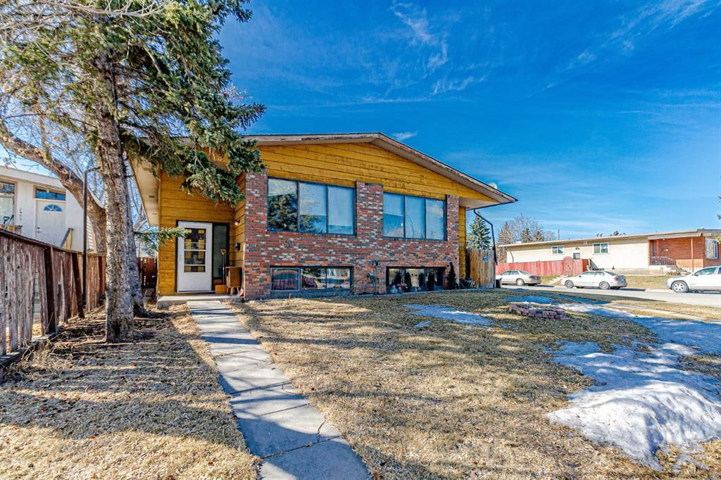 Main Photo: 2403 43 Street SE in Calgary: Forest Lawn Duplex for sale : MLS®# A1082669