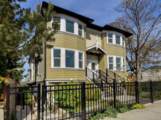 Photo 1: 3 1146 Caledonia Ave in Victoria: Vi Fernwood Row/Townhouse for sale : MLS®# 842254