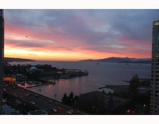 """Photo 3: 2203 907 BEACH Avenue in Vancouver: False Creek North Condo for sale in """"CORAL COURT"""" (Vancouver West)  : MLS®# V697746"""