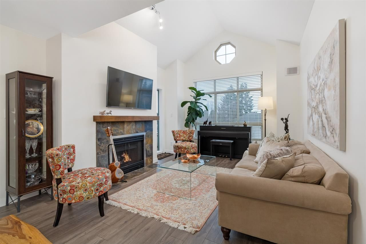 Main Photo: 512 150 W 22ND Street in North Vancouver: Central Lonsdale Condo for sale : MLS®# R2533984