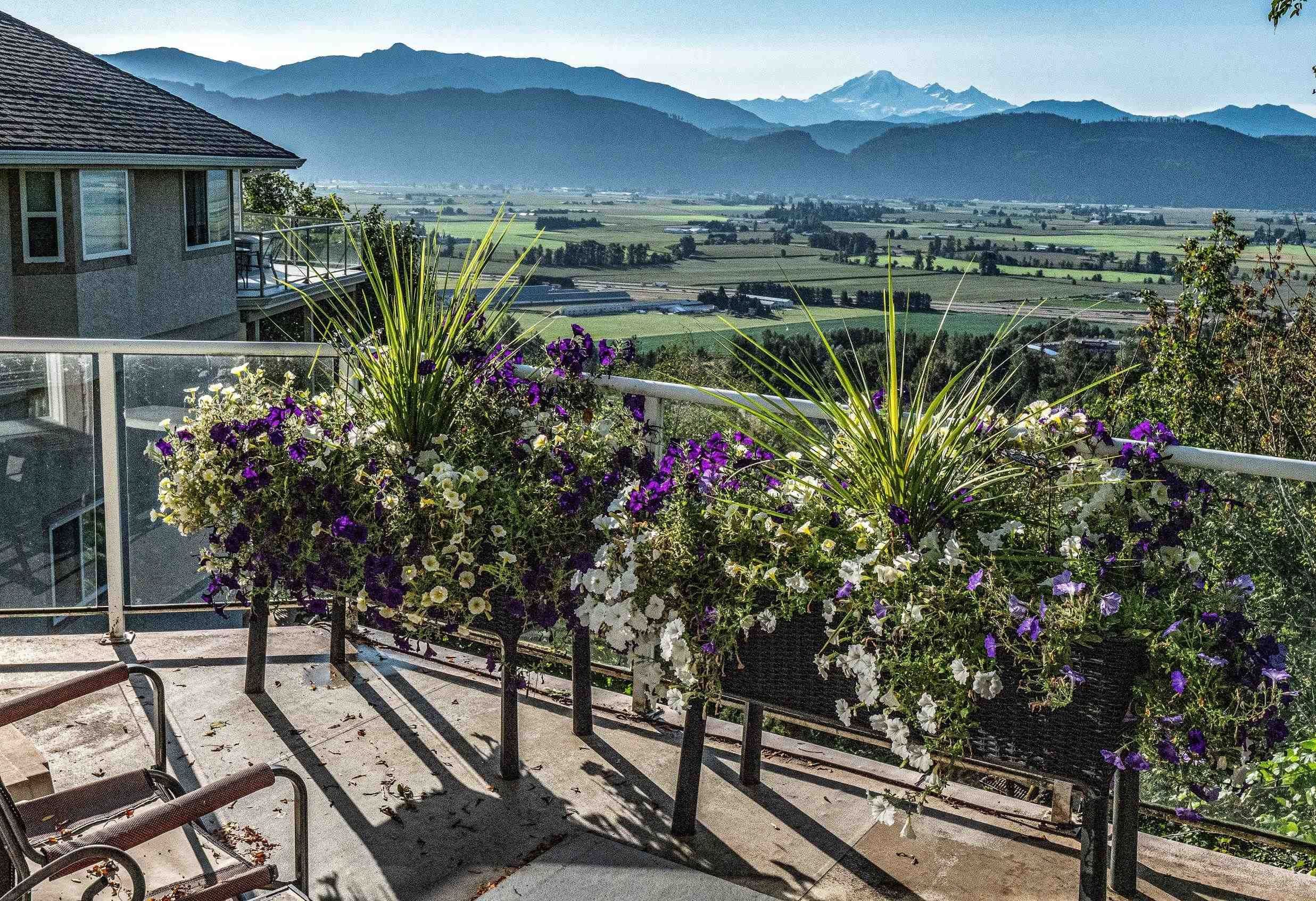 """Main Photo: 35942 EMPRESS Drive in Abbotsford: Abbotsford East House for sale in """"Regal Peak Estates on Sumas Mountain"""" : MLS®# R2622782"""