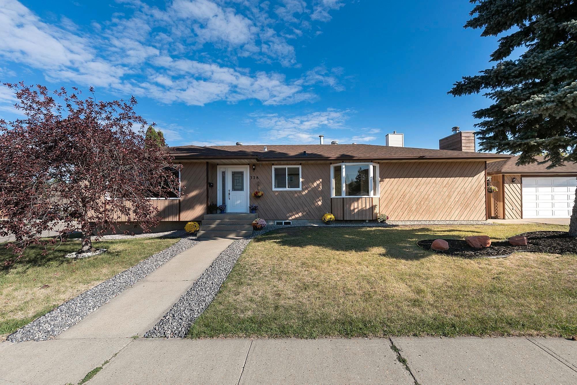 Main Photo: 338 GRAND MEADOW Crescent in Edmonton: Zone 29 House for sale : MLS®# E4260866