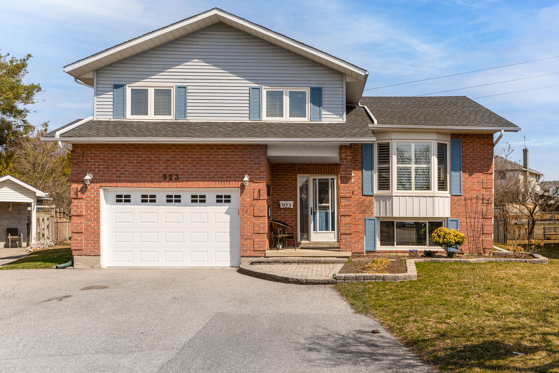 Main Photo: 923 Cresthill Court: Oshawa Freehold for sale (Durham)