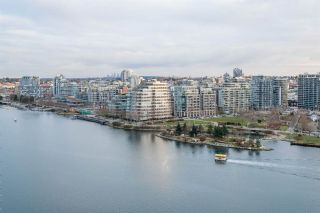 Photo 1: 1906 918 Cooperage Way in Vancouver: Yaletown Condo for sale (Vancouver West)  : MLS®# R2539627