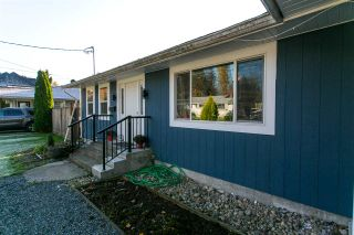 "Photo 2: 33906 VICTORY Boulevard in Abbotsford: Central Abbotsford House for sale in ""Alexander Elem"" : MLS®# R2317015"