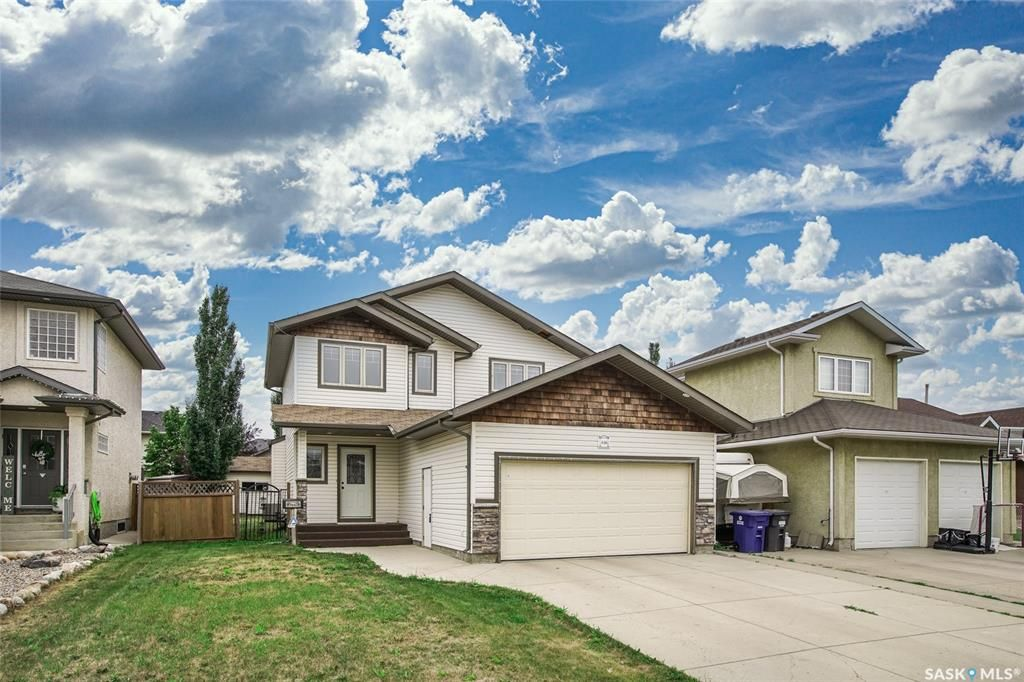 Main Photo: 446 Greaves Crescent in Saskatoon: Willowgrove Residential for sale : MLS®# SK864226
