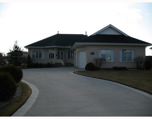 Main Photo: 11 CLEARWOOD Cove in WINNIPEG: Birdshill Area Residential for sale (North East Winnipeg)  : MLS®# 2806116