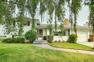 Photo 1: 121 Hallbrook Drive SW in Calgary: Haysboro Detached for sale : MLS®# A1134285