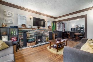 """Photo 3: 2063 NAPIER Street in Vancouver: Grandview VE House for sale in """"Commercial Drive"""" (Vancouver East)  : MLS®# R2124487"""