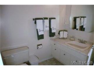 Photo 9: 302 1124 Esquimalt Rd in VICTORIA: Es Rockheights Condo for sale (Esquimalt)  : MLS®# 468144