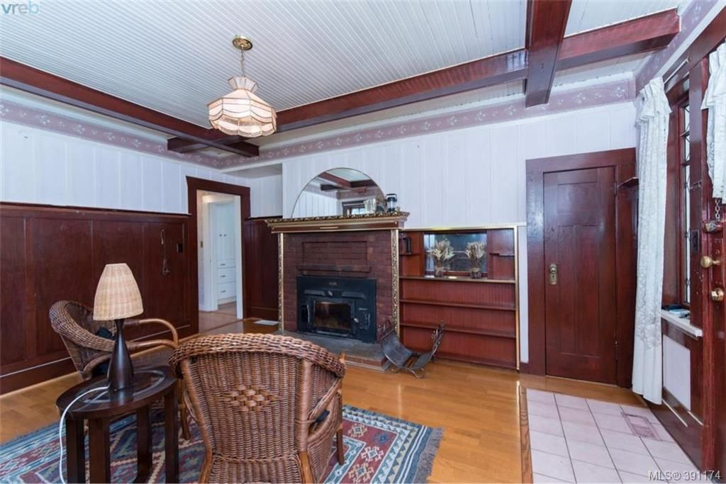 Photo 5: Photos: 1130 Goldstream Ave in VICTORIA: La Langford Lake House for sale (Langford)  : MLS®# 786306