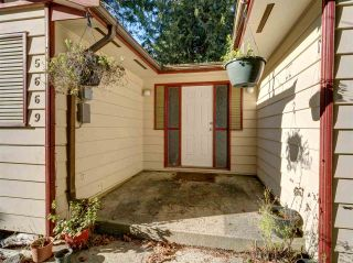 "Photo 4: 5669 SURF Circle in Sechelt: Sechelt District House for sale in ""SECHELT DOWNTOWN"" (Sunshine Coast)  : MLS®# R2530445"