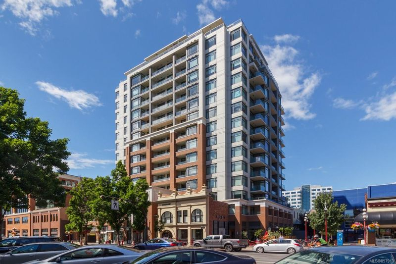 FEATURED LISTING: 1011 - 728 Yates St