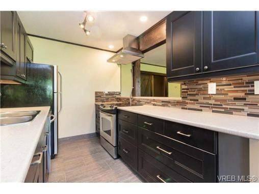 Main Photo: 208 1000 Esquimalt Rd in VICTORIA: Es Old Esquimalt Condo for sale (Esquimalt)  : MLS®# 736029