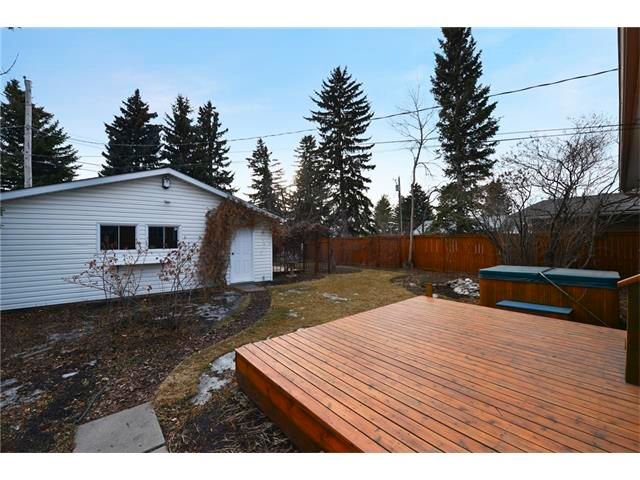 Photo 20: Photos: 3235 BEARSPAW Drive NW in Calgary: Brentwood House for sale : MLS®# C4053650