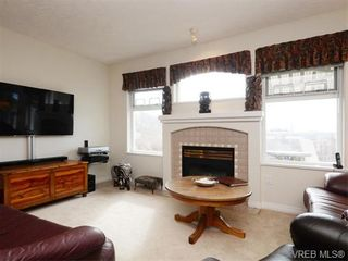 Photo 2: 18 126 Hallowell Rd in VICTORIA: VR Glentana Row/Townhouse for sale (View Royal)  : MLS®# 744425