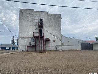Photo 3: 305 Pacific Avenue in Luseland: Commercial for sale : MLS®# SK867012