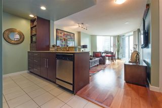 """Photo 3: 2307 583 BEACH Crescent in Vancouver: Yaletown Condo for sale in """"2 PARK WEST"""" (Vancouver West)  : MLS®# R2574813"""